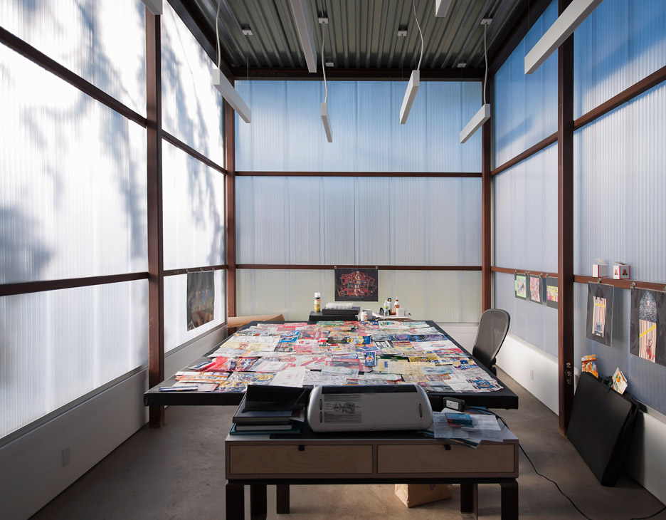 office built with polycarbonate for proper daylight in